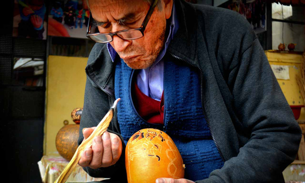peruvian carved gourds huancayo