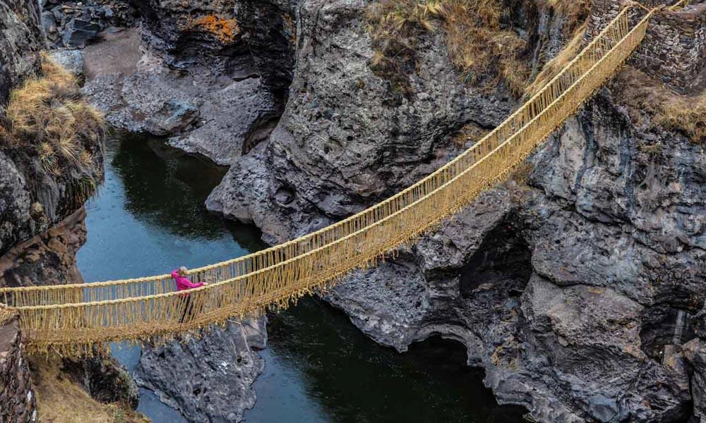 q'eswachaka rope bridge from cusco