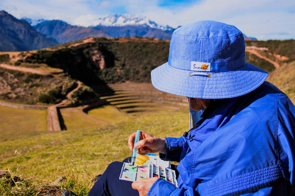 Painting in Moray terraces, the Sacred Valley of the Incas