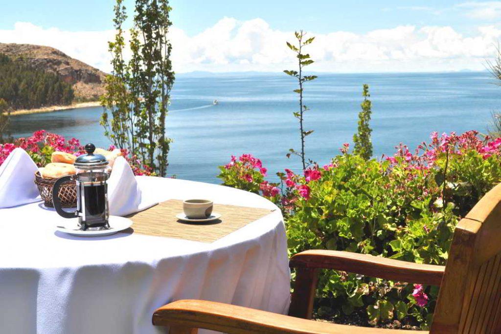 Breakfast by the Lake Titicaca, Isla Suasi